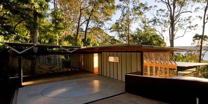 Лесной дом на сваях - House Sits on Stilts